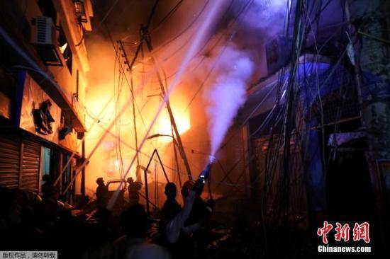 當地時間2月20日,孟加拉首都達卡發生火災。