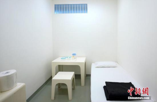 图为初次向大众敞开的拘留中心独立拘留室,这里是拘留涉案人员的当地。记者 张炜 摄