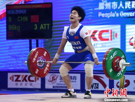 资料图:女子49公斤级项目,中国选手侯志慧已为中国取下金牌。 张斌 摄