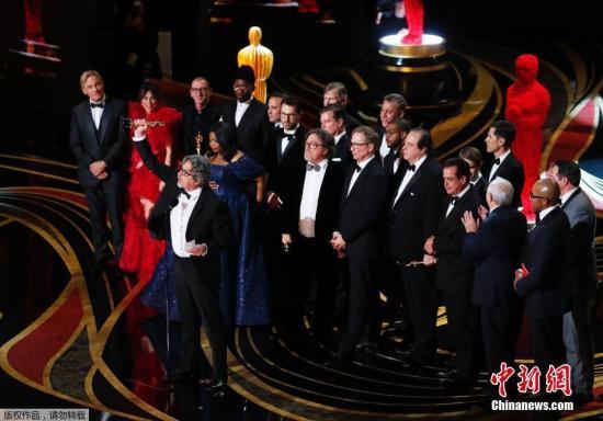 《綠皮書》獲最佳影片,主創人員上臺領獎。