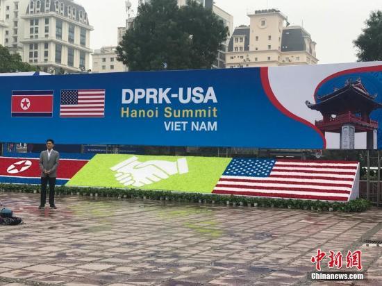 """当地时间2月26日,越南政府为参与第二次""""金特会""""报道的各国媒体记者所设置的国际媒体中心,各国记者当日起可在此领取峰会证件。记者 孟湘君 摄"""