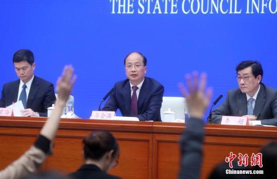2月27日,国务院新闻办公室在北京举行新闻发布会,介绍设立科创板并试点注册制,进一步促进资本市场稳定健康发展有关情况。中国证券监督管理委员会主席易会满(中)出席。<a target='_blank' href='http://www.chinanews.com/'>中新社</a>记者 张宇 摄