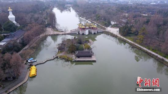 江苏扬州耗资近百亿造350座公园:利益权衡是难点