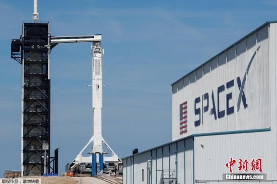 """材料图@员天工夫3月1日 , 好国佛罗里达州卡纳维推我角空军基天 , 拆载无人驾驶""""载人龙飞船""""的SpaceX链骏9号水箭鹄立正在收射台擅埽据报导 , """"载人龙飞船""""的无人收射定于2日停止 , 载人收射定于7月停止 。 两次收射均为试飞 , 完成后""""载人龙""""将得到好国航天局认证 , 可施行通例的国际空间站载人使命 。"""