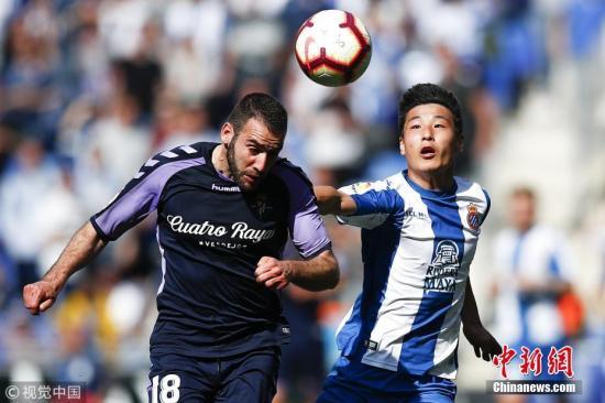 在西甲第二个赛季中,武磊所面临的的挑战与困难是空前的。资料图为武磊在与巴拉多利德比赛中。图片来源:视觉中国