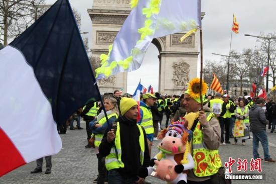 ��地�r�g3月2日,巴黎遭遇自2018年11月以�淼牡�16�示威,示威者�^�m在�P旋�T聚集。��天巴黎有4000人�⑴c示威,�c前期相比再度下降。<a target='_blank' >中新社</a>�者 李洋 �z