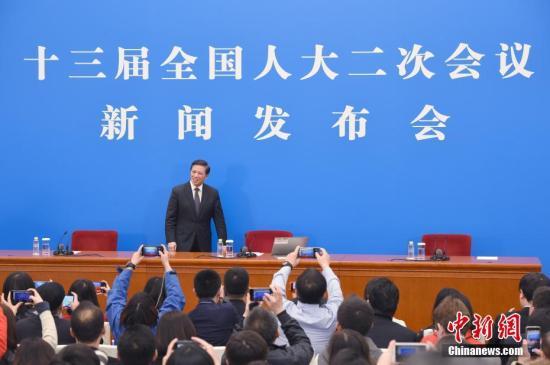 3月4日,十三届全国人大二次会议在北京人民大会堂举行新闻发布会。大会发言人张业遂就大会议程和人大工作相关的问题回答中外记者提问。<a target='_blank' href='http://www.chinanews.com/'>中新社</a>记者 侯宇 摄