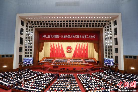 3月5日,十三届全国人大二次会议开幕会在北京人民大会堂举行,习近平等党和国家领导人出席大会。中新社记者 盛佳鹏 摄