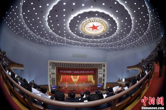 资料图:3月5日,十三届全国人大二次会议开幕会在北京人民大会堂举行。中新社记者 侯宇 摄