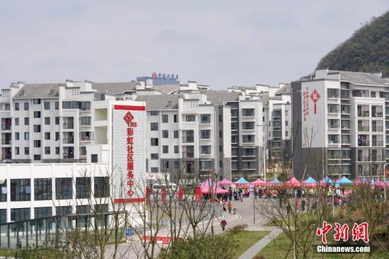 位于贵州省安顺市西秀区的易地扶贫搬迁安置点彩虹小区。中新社记者 贺俊怡 摄