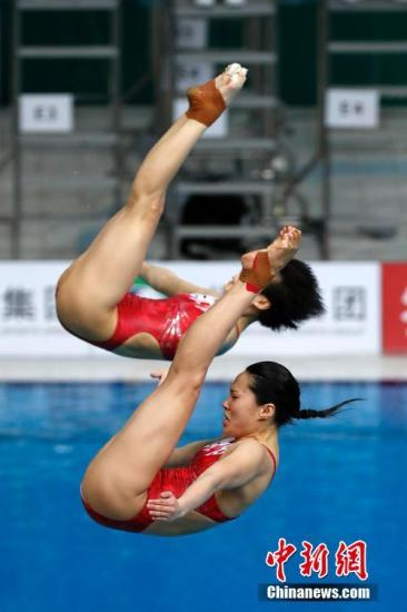 资料图:中国选手施廷懋/王涵在比赛中。中新社记者 韩海丹 摄