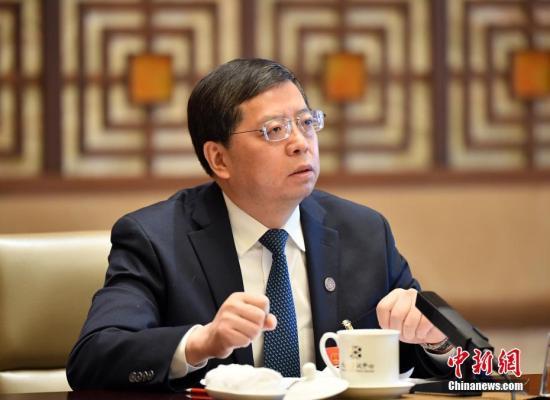 3月7日,全国人大代表、清华大学校长邱勇回答记者提问。中新社记者 侯宇 摄