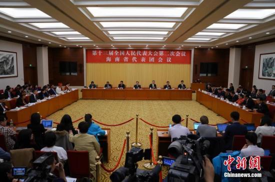 3月7日,十三届全国人大二次会议海南省代表团举行全体会议,审查政府计划报告和预算报告,并对中外媒体开放。中新社记者 崔楠 摄