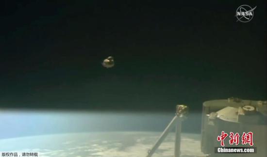 美国首个测试版商业载人飞船成功返回地球