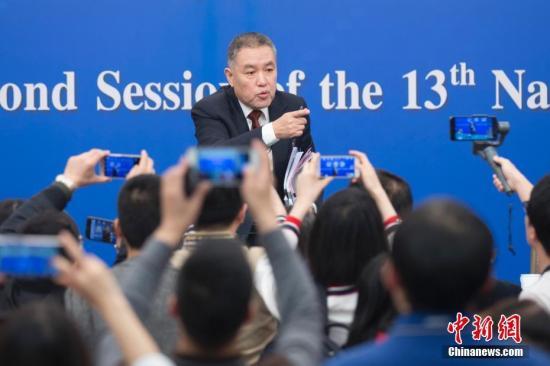 图为张茅回答记者提问。中新社记者 王骏 摄