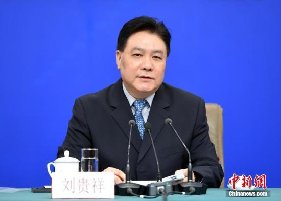 图为刘贵祥回答记者提问。中新社记者 侯宇 摄