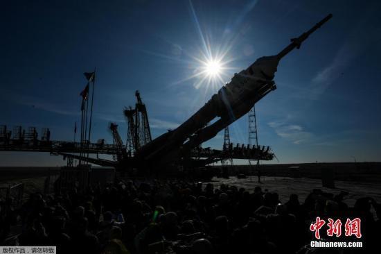 材料图@员天工夫3月12日,哈萨克斯坦拜科努我,俄罗斯同盟号MS-12飞船被输送到拜科努我航天收射场收射台。
