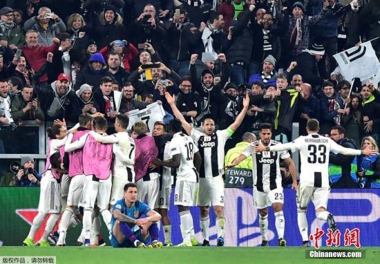 北京时间3月13日凌晨,欧洲冠军联赛1/8决赛次回合,意甲豪门尤文图斯坐镇主场3:0力克马德里竞技,从而以两回合总比分3:2逆转晋级欧冠8强。C罗在本场比赛中上演帽子戏法,成为球队晋级的最大功臣。