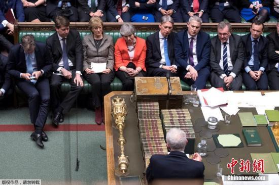 """特蕾莎·梅的脱欧协议二度被否决后,欧盟谈判代表巴尼耶表示,欧盟为争取英国议会通过脱欧协议已经尽力,现在只有英国自己才能解开僵局,在欧盟方面应对英国""""无协议""""脱欧的准备工作变得越来越重要。"""