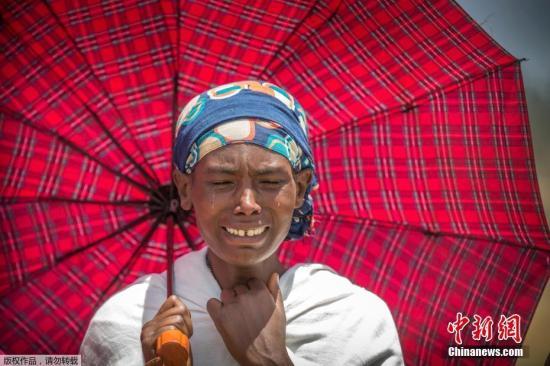 自老土:当地时间3月13日,埃塞俄比亚比绍夫图,埃塞俄比亚航空公司ET 302航班坠毁现场举办追思仪式,遇难者家属抵现场悼念。