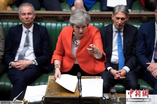 """资料图:当地时间3月12日晚,英国议会以391-242票再次否决了首相特蕾莎·梅与欧盟达成的脱欧协议草案,欧盟警示英国恐有""""无协议""""脱欧风险。13日晚,英国议会否决""""无协议""""脱欧。"""