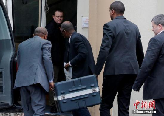 当地时间3月13日,埃塞俄比亚航空公司发言人贝格肖称,客机黑匣子将被送往法国进行分析。