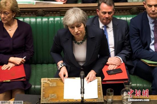 """当地时间3月13日,英国首相特雷莎·梅在议会下院发表讲话。据报道,国议会以312-308票否决""""无协议""""脱欧,接下来议会14日将再度表决是否要延长里斯本条约第50条,延后脱欧时间。"""