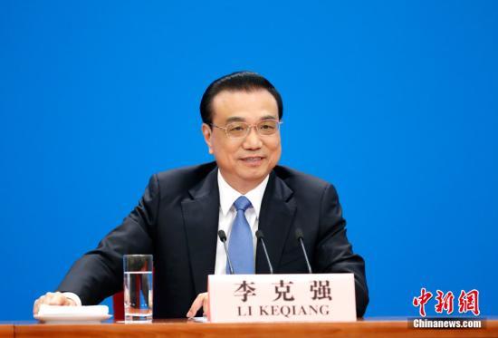 3月15日,十三届全国人大二次会议闭幕后,中国国务院总理李克强在北京人民大会堂金色大厅会见采访十三届全国人大二次会议的中外记者并回答记者提出的问题。中新社记者 刘震 摄