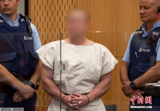 当地时间2019年3月16日,新西兰克赖斯特彻奇,被控参与克赖斯特彻奇清真寺枪击案的嫌犯布伦顿·塔兰特(Brenton Tarrant)在当地法院出庭受审,他被控谋杀罪。