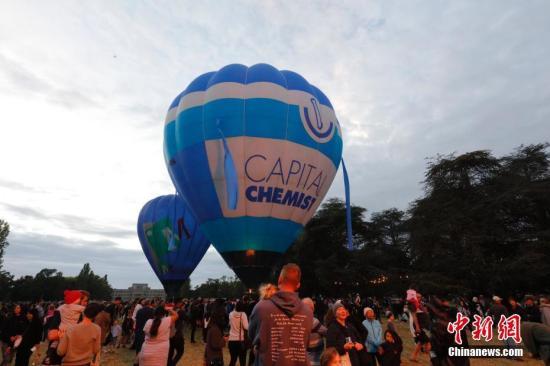 资料图片:澳大利亚首都堪培拉热气球节在旧国会大厦草坪举行。中新社发 姜长庚 摄