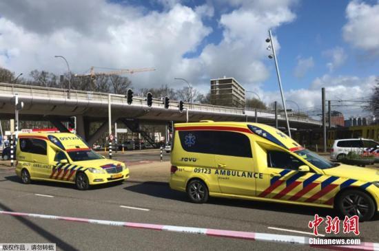当地时间2019年3月18日荷兰乌特勒支市当地发生枪击事件造成多人受伤。据荷兰警方枪击发生在乌特勒支市中心的一辆电车上。