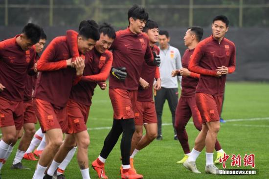 """资料图:国足最新名单中,""""90后""""球员成主角。 俞靖 摄"""
