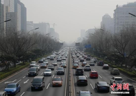 3月19日,受不利气象条件影响,北京发生天气重污染过程,全城多地空气质量跌至重度污染水平。中新社记者 刘关关 摄