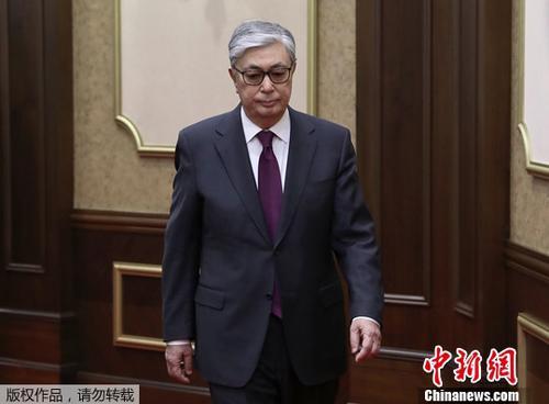 托卡耶夫宣誓就任哈萨克斯坦临时总统。