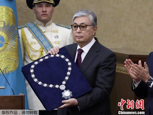 资料图:托卡耶夫宣誓就任哈萨克斯坦临时总统。