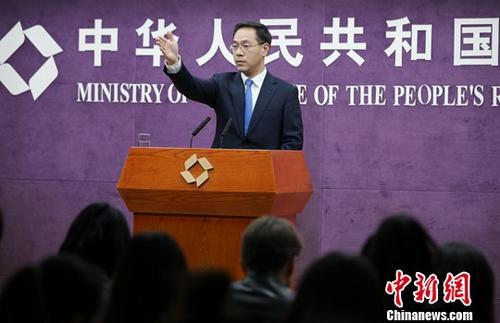 3月21日,中国商务部在北京举行例行新闻发布会。商务部新闻发言人高峰在发布会上称,3月上旬中国进出口增速已有回升,预计一季度外贸将保持稳定。<a target='_blank'  data-cke-saved-href='http://www.chinanews.com/' href='http://www.chinanews.com/'>中新社</a>记者 赵隽 摄