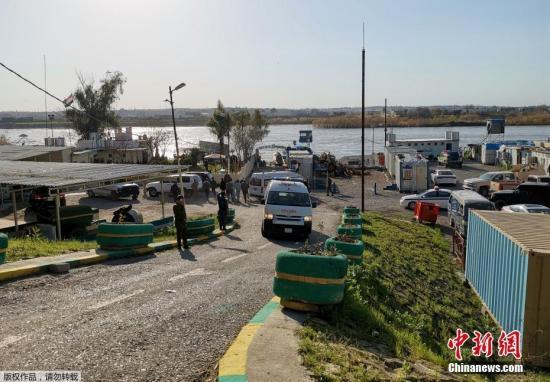 资料图:当地时间3月21日,伊拉克一艘超载渡轮在该国北部摩苏尔市底格里斯河段沉没。