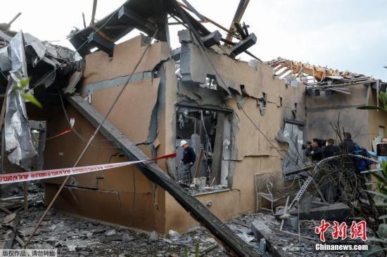 3月25日报道,以色列警方和医务人员消息称,一枚火箭弹击中了特拉维夫以北一个居民点中的一栋房屋,导致数名以色列人受伤。