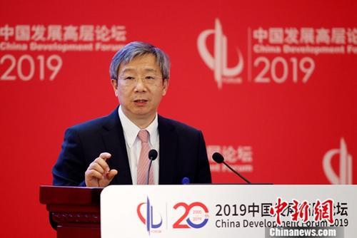 """3月24日,中国人民银行行长易纲出席中国发展高层论坛2019年会,就""""金融业开放与金融稳定""""一题发言。中新社记者 韩海丹 摄"""