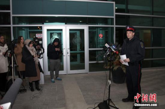 加拿大安大略省约克区警察局发言人于当地时间3月26日晚向媒体披露,一名22岁陆姓(音译,Wanzhen LU)中国男性留学生在加拿大大多伦多地区万锦市(Markham)遭到绑架三天后终于被找到,生命无虞。但因嫌犯尚未完全落网,此案调查尚未终结。 中新社记者 余瑞冬 摄