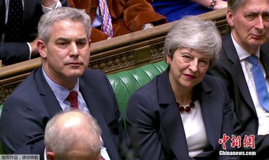 """3月28日消息,英国议会27日对8个脱欧方案进行""""指示性投票"""",脱欧进程再次陷入僵局。与此同时,英国首相特蕾莎・梅对保守党议员承诺,只要他们愿意支持其脱欧协议,她愿意在协议通过后下台。"""