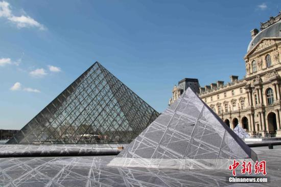 卢浮宫推夜游活动参与者可在蒙娜丽莎画像前畅饮