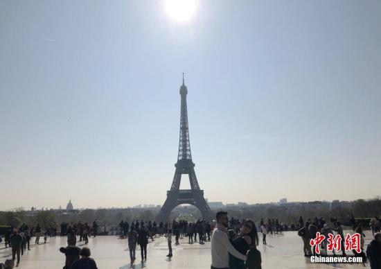 当地时间3月31日,法国迎来埃菲尔铁塔落成130周年。<a target='_blank' href='http://www.chinanews.com/'>中新社</a>记者 李洋 摄