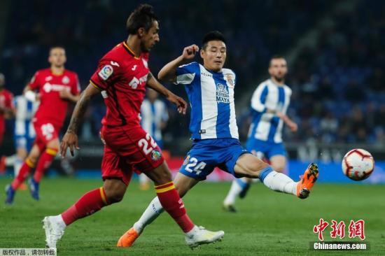 武磊在对阵赫塔菲的比赛中错失单刀机会。