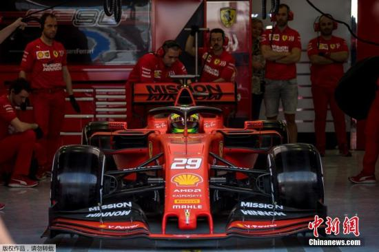 资料图:当地时间2019年4月2日,车王舒马赫的儿子米克·舒马赫代表法拉利车队参加巴林大奖赛赛后为期两天的测试,这是米克·舒马赫首次驾驶F1赛车。