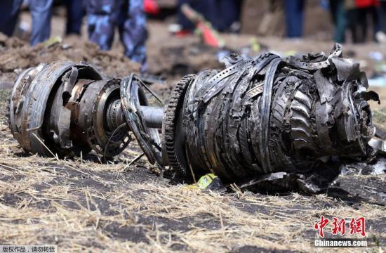 埃塞交通部建议波音公司审查飞机控制系统。此外,有关这次坠机事件的完整报告将在一年内公布。图为事故现场。