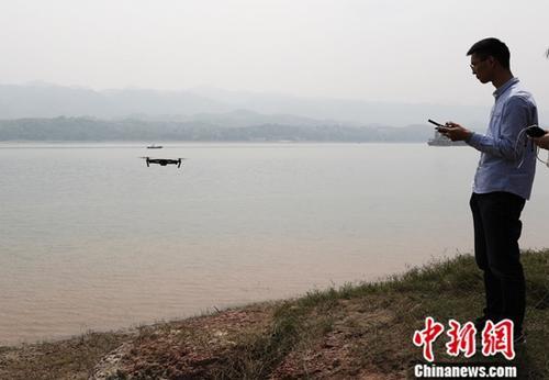利用无人机对长江排污口进行排查。<a target='_blank' href='http://www.chinanews.com/'>中新社</a>记者 阮煜琳 摄