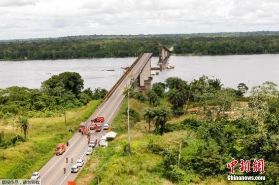发生坍塌事故的桥梁位于帕拉州首府贝伦大都会地区,是横跨莫茹河(Moju)的一座大桥,距离贝伦约60公里。大桥长860米,高23米,坐落在州道PA-483号高速公路上。