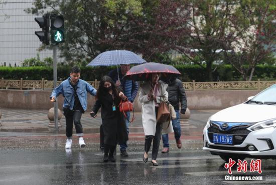 中東部地區大部天氣晴好新疆北部有降雨降溫