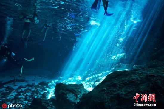 资料图:墨西哥有着世界上最著名的地下淡水洞穴,各种个样的地下水道每年吸引着无数潜水者和旅行者造访。Kirk Zhang 摄 图片来源:东方IC 版权作品 请勿转载